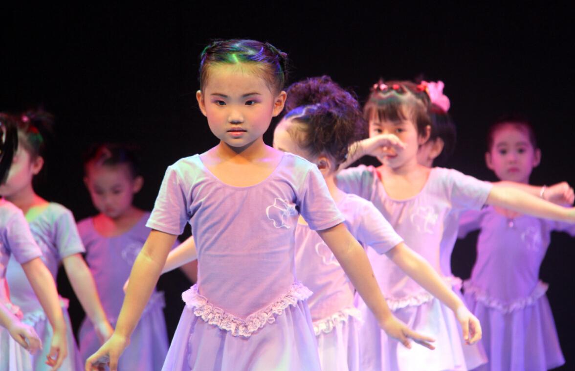 萌萌达小朋友舞蹈培训时期班汇报表演掠影