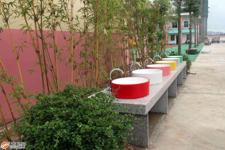 浦北金浦幼儿园校园一角--大型沙池图片
