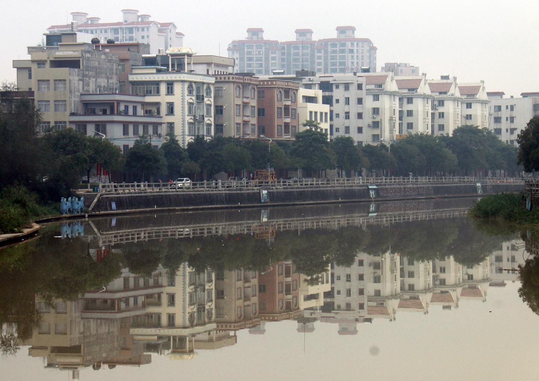 《镜花水月》--倒影中的浦北江滨路
