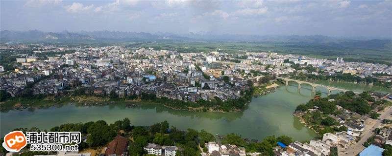 有京岛风景名胜区,屏峰雨林公园等国家4a级景区