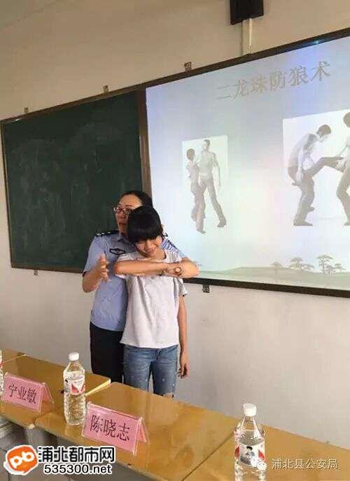 浦北一大波美女警花宣传队亮相全县中小学,英姿飒爽