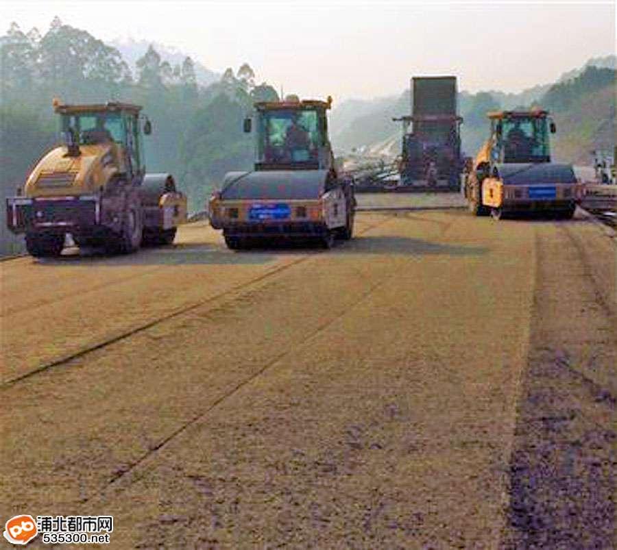 贵合高速路面№B合同段顺利完成全部水稳层施工