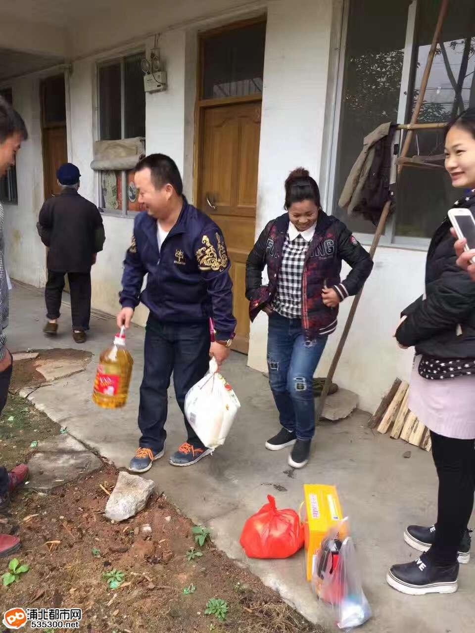 真情关怀暖人心!寨圩爱心人士走进歌棉村看望孤寡老人