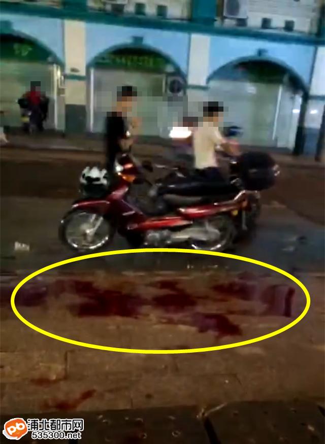 太血腥!浦北妇幼保健院旁一年轻仔疑似被捅,大腿重伤