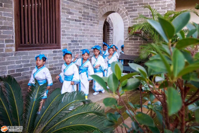 """浦北大朗书院举行""""国学礼仪""""体验游活动,体验国学讲堂"""