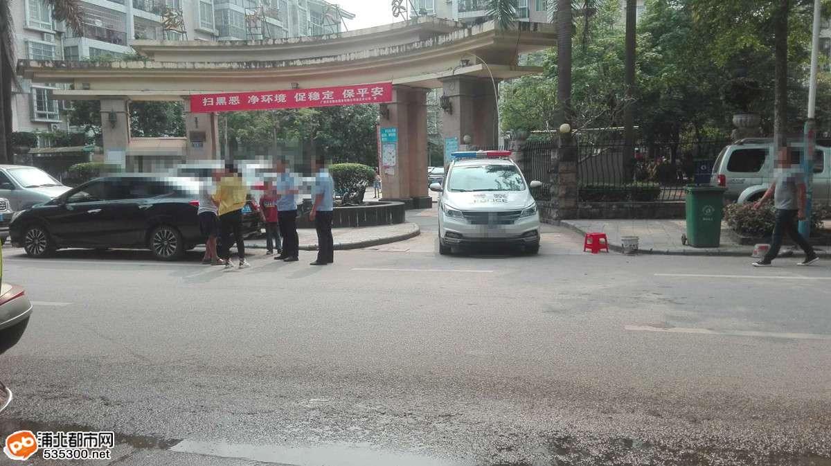 浦北越州人家一老人被推下车摔伤,肇事者骑车逃逸...