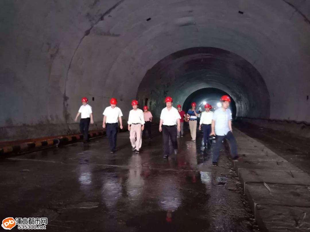 最新进度:大塘至浦北高速公路河阳隧道已挖成这样了
