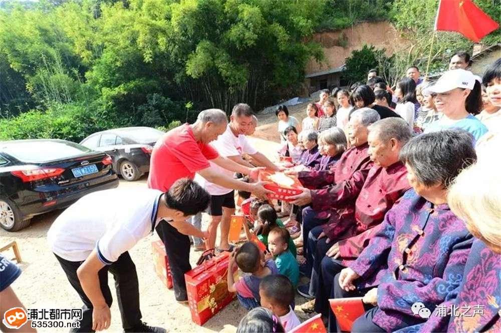 人间重晚晴:浦北县各地自发举办重阳节敬老活动