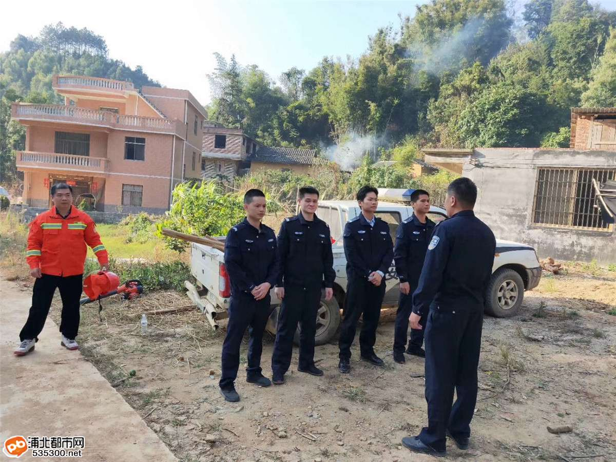 官垌一山林发生火灾,众人出动将火扑灭挽救800亩森林