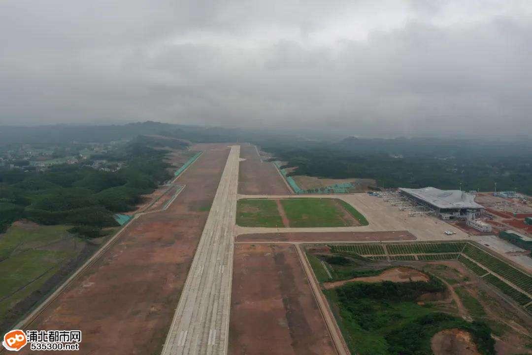 开始校飞!离浦北最近的飞机场上空迎来了第一架飞机
