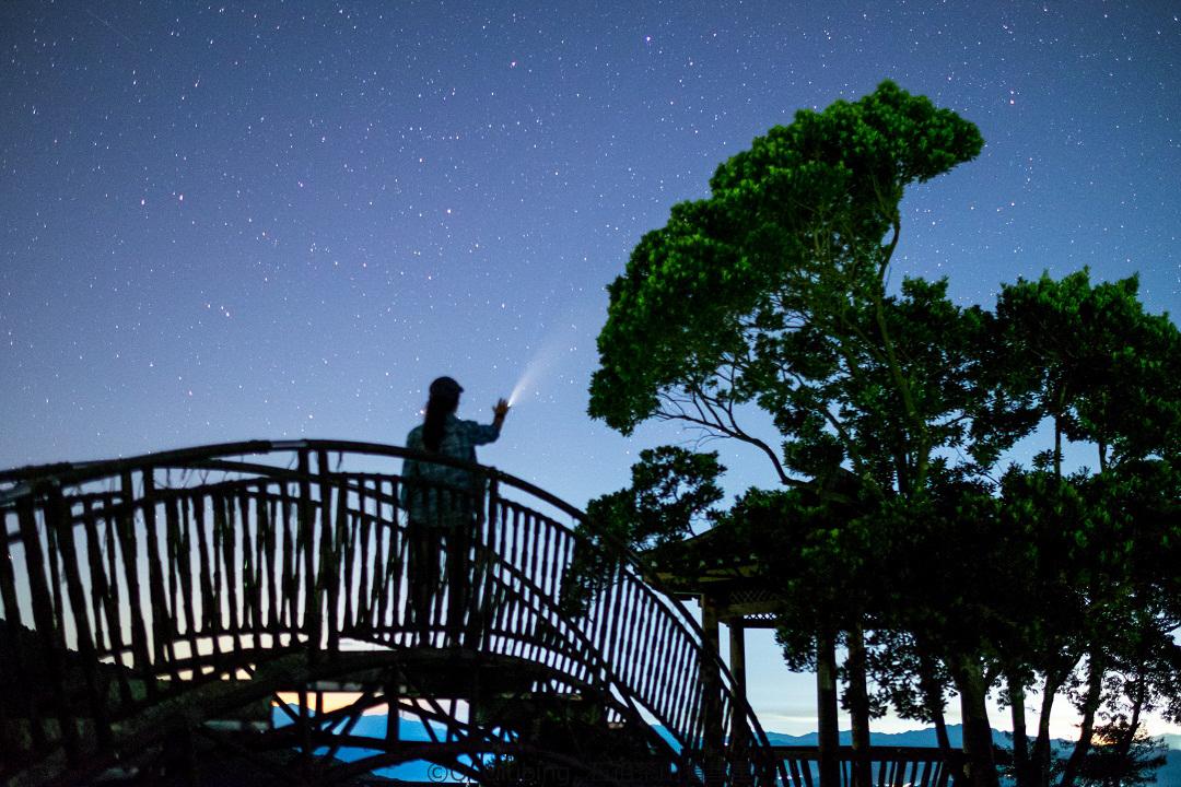 触摸彗星.jpg