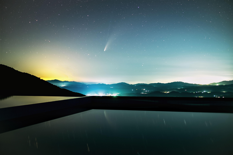 石祖茶山无边际泳池里彗星的倒影.jpg