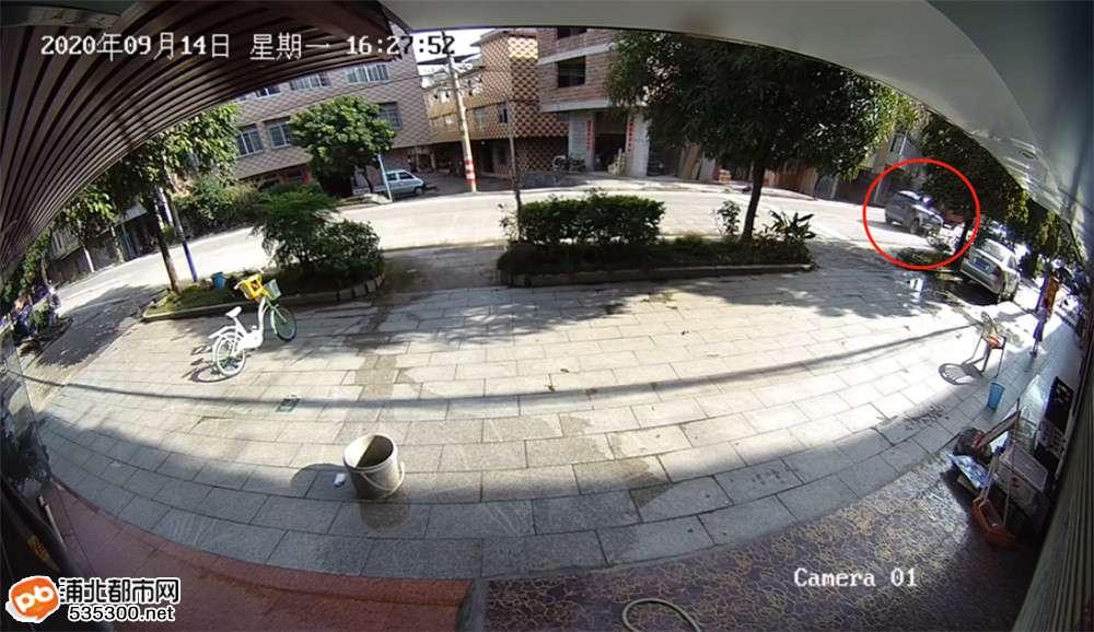 寨圩卫生院路段小车与摩托相撞,一男子遭碾压身亡!