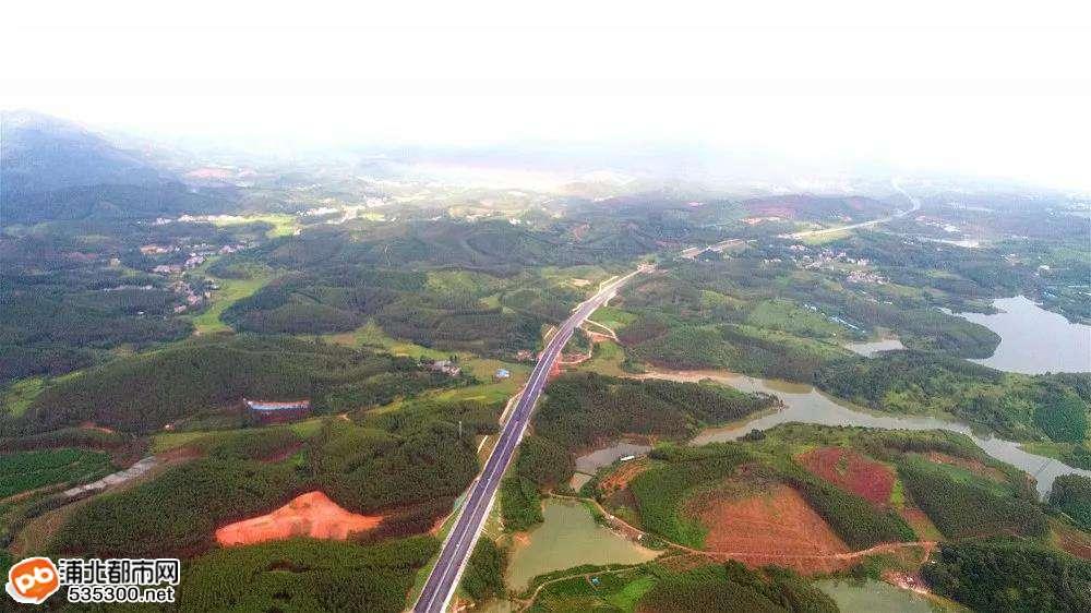 架梁掘隧道、铺路搞绿化…大浦高速节日期间冲刺保通车