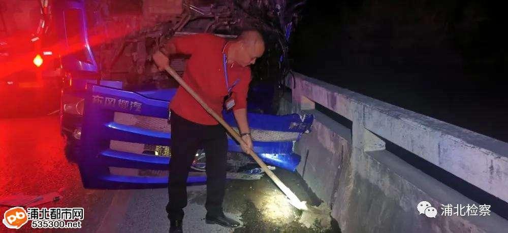 寨圩镇货车与油罐车相撞造成油污泄漏事故后续