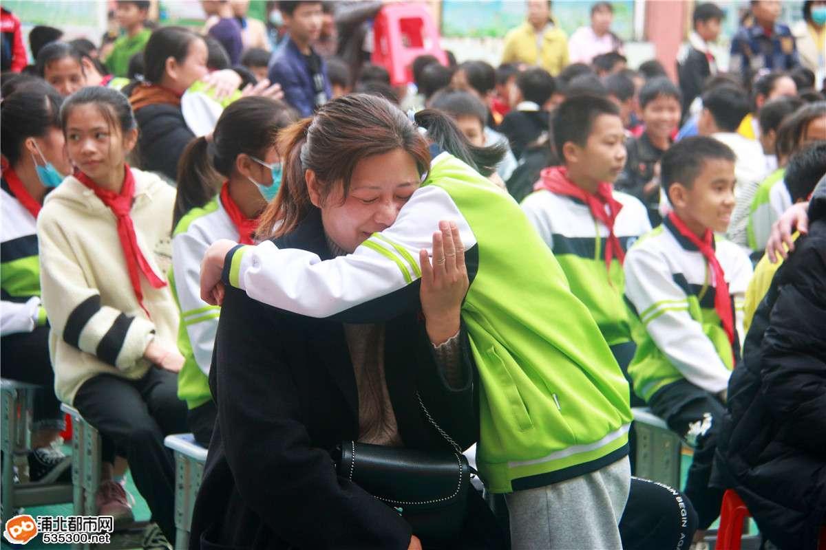 """""""为国教子,以德育人""""——浦北金沁小学举行感恩教育演讲活动!"""